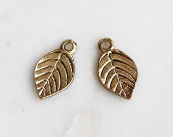 P1-039-AG] Leaf / 8 x 15mm / Antique Gold plated / Pendant / 4 piece(s)