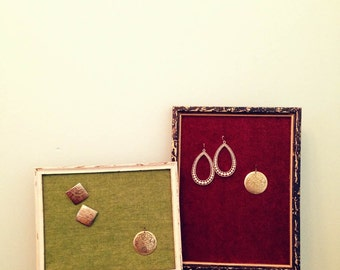 Jewelry organizer / Jewelry display / earrings holder / reclaimed frame / Wall mounted jewelry holder