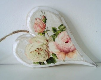 Heart Shabbychic Style, distressed solid wood heart with pretty floral detail
