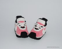 Crochet baby shoes,  Newborn Baby, Pink Baby Converse,  Girls Baby Converse , Nike Tennis Shoes, Baby Gift Shoes, Toddlers Baby Boots