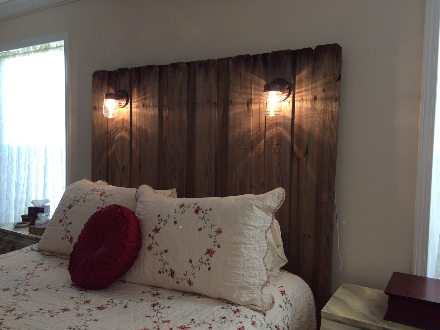 queen lighted reclaimed wood headboard by chicnshabulous on etsy. Black Bedroom Furniture Sets. Home Design Ideas