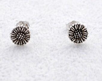 Oxidised Sterling Silver Daisy Flower Stud Earrings e58