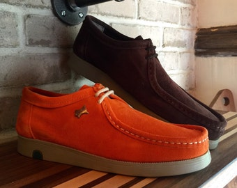 Men shoes, Sued Wallabees in 2 solid colors.