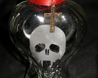 Etched Vampire Skull Gothic Heart Bottle