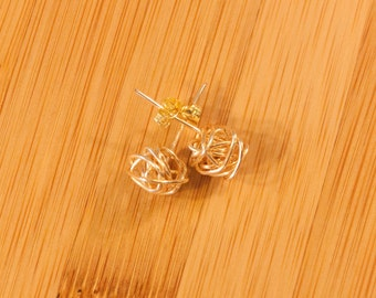 14K Gold Knot Stud Earrings, Gold Love Knot Earrings, 14K Gold Knot Earring, Bridesmaid Earrings, Gold Studs, Gifts for Bridesmaids