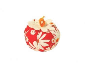 Flower Power Apple Pin Cushion (708PC)