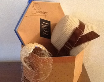 Vintage ZCMI Hat box with one Wool Hat and one Bridal Headband vail