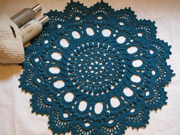 crochet rug navy blue bathroom or bedroom round floor mat. Black Bedroom Furniture Sets. Home Design Ideas