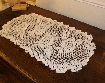 Center of table in white cotton 86 cm long by 45 cm