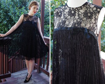 Black LACE 1960's Vintage Black Sleeveless Accordion Pleat Lace Shift Dress // size Small // by Neusteters