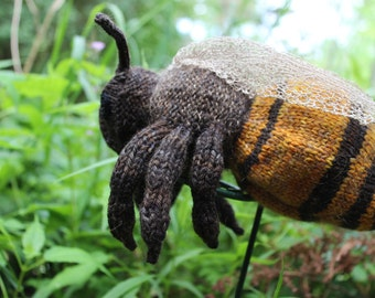 Honey Bee Knitting Pattern - pdf