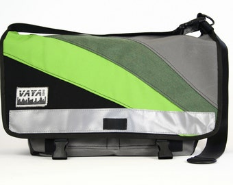 Messenger bag in black and green