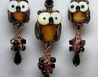 HoW NoW BRoWN oWL Handmade Lampwork Art Glass Earrings and Pendant Set by GLiTTeRBuG ORiGiNaLS SRAJD