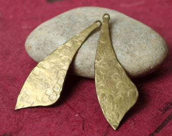 Hand hammered textured solid brass dangle drop, 2 pcs (item ID LABXW05107H)