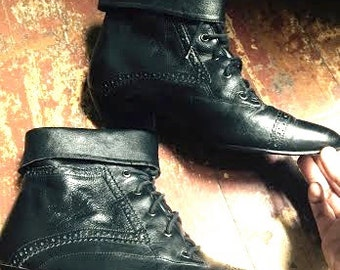 Vintage Black leather 1980's women's steampunk/witchy ankle boots. size 8/8.5