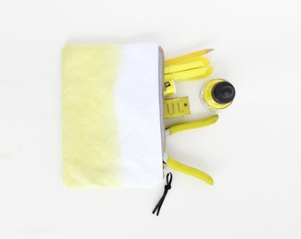 Yellow pouch with zipper I