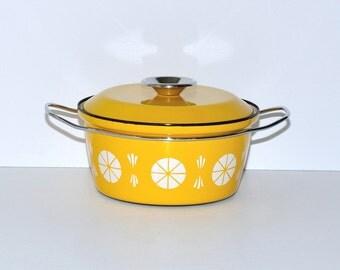 Mid-Century Modern Cathrineholm Yellow & White Enamel Viking Pattern Pot Dutch Oven, circa 1960s