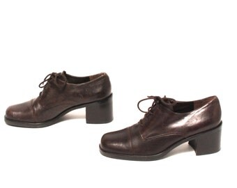 size 9.5 OXFORD brown leather 80s 90s BROGUE high heel CHELSEA lace up ankle boots
