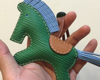 Big size - Beon the Epi cowhide horse charm ( Green with blue mane/tail )