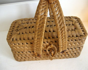 """Antique French Lunch or Sewing or Tea Basket 8"""" by 5"""" with Lid and HAndles"""