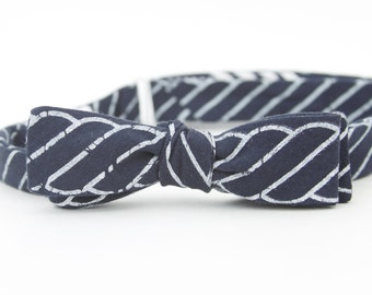 navy knot skinny freestyle bow tie