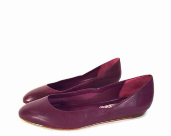 80's vintage PURPLE LEATHER shoes // ballet flats by Connie // made in Brazil // women's size 8