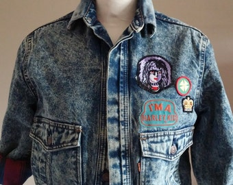 Acid Wash LEVI Denim Jacket With Patches and Large Pockets