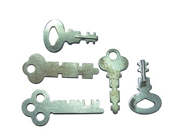 Vintage Flat Skeleton Keys old victorian steampunk keys 5 keys
