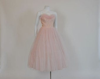 1950s dress / Pretty In Pink Vintage 50's Strapless Lace Tulle Full Skirt Dress
