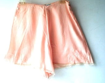 Luxurious vintage 30s peach silk bloomers with a lace and embroidery. Size Small.Made for Marshall Field and Company.