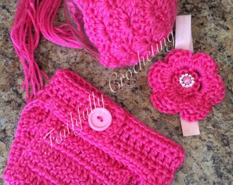 Newborn bonnet headband and matching diaper cover.. Photography prop.. Ready to ship.. Hot pink set