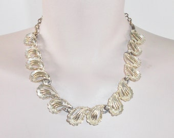 1950s Vintage Gold Tone Abstract Leaf Pattern Necklace Adjustable