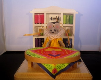 Felt Mouse with a Quilting Hoop !