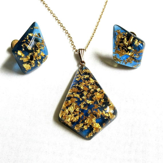 vintage blue lucite genuine gold flakes pendant necklace and