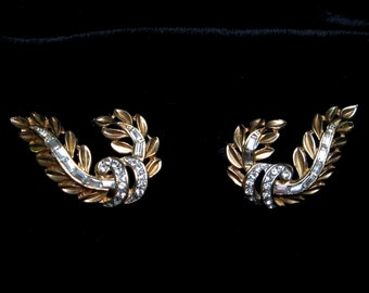 VINTAGE Rhinestone EARRINGS Gold Leaf Leaves 1950s Clipon Clip on Dress Clips High Quality Possibly Trifari Old Jewelry