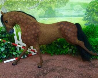 OOAK wool blend felt model horse 'Paisley'