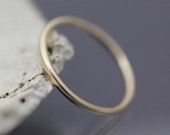 Thin Gold Band - Round Solid 14k Yellow Gold Wedding Ring