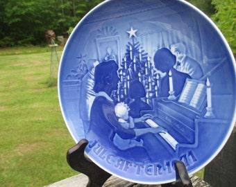 Vintage B&G Copenhagen Porcelain Christmas at Home 1971 Collector Plate--Bing and Grondahl--Delft Blue