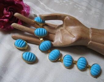 Vintage Castlecliff turquoise look bracelet earring set, ribbed turquoise look link bracelet clip earrings set, bold oval link bracelet set