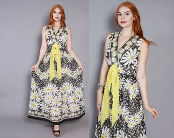 60s DAISY Print MAXI DRESS / 1960s Bold Graphic Sleeveless Floral Sun Dress