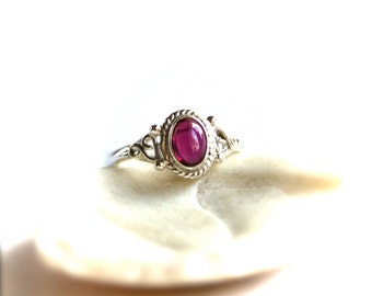 Vintage Garnet Sterling Silver Ring - size 6 US - ABC1