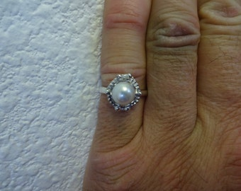 Sterling Silver White Cultured Pearl Ring - size 7 - FREE RESIZING