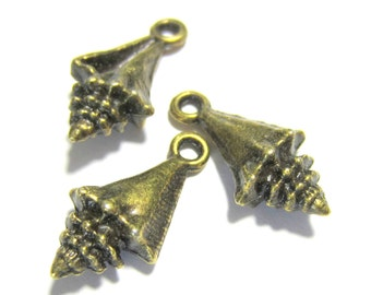 10 Antique bronze sea shell charms metal vintage style nickel free lead free jewelry findings 21mm x 11mm B237