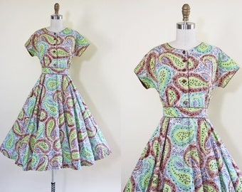 50s Dress - Vintage 1950s Dress - Apple Green Indigo Cocoa Paisley Print Cotton Full Skirt Day Dress M L - Mill Creek