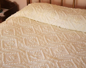 Sweet Cottage Flowers Pastel Lemon Yellow Needletufted Cabin Crafts Vintage Chenille Bedspread