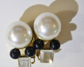 vintage large white bead with 2 smaller black beads and clear square bead gold tone clip on earrings 515D