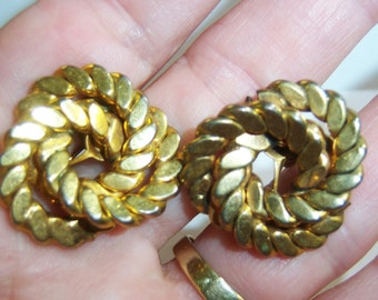 vintage gold tone entwined screw on or screw back earrings 14IN