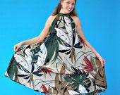 Vintage 1970s Retro Mod Tropical Print Free Flowing Dress