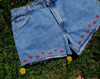 Sale / Vintage Levis Cutoffs / Embroidered Flowers / Hippie Shorts / Levis CutOffs / Short / Levis Shorts
