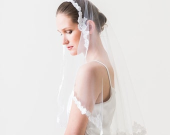 SAMPLE SALE, Mantilla Veil, Wedding Veil, Lace Mantilla Veil, French Lace Veil, Mantilla Veil, Fingertip Alencon Lace Veil